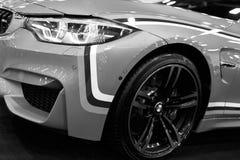 Frontowy widok BMW M4 sportów samochód M występu wydanie Samochodowi powierzchowność szczegóły czarny white Fotografia Royalty Free