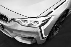 Frontowy widok BMW M4 sportów samochód M występu wydanie Samochodowi powierzchowność szczegóły czarny white Obraz Stock