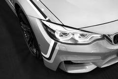 Frontowy widok BMW M4 sportów samochód M występu wydanie Samochodowi powierzchowność szczegóły czarny white Zdjęcia Royalty Free