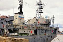 Frontowy widok cumujący duży statek w Rosja Zdjęcia Stock