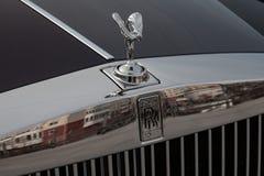 Frontowy widok emblemata duch ekstaza nowy bardzo drogi Rolls Royce Fikcyjny samochód, długa czarna limuzyna, model outdoors da fotografia royalty free