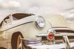 Frontowy widok lata pięćdziesiąte amerykanina samochód fotografia royalty free