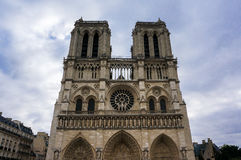Frontowy widok Notre Damae w Paryż, Francja Fotografia Royalty Free