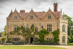 Frontowy widok Siwiałem sądu rezydenci ziemskiej dom, Anglia Fotografia Royalty Free