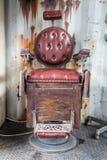 Frontowy widok stary fryzjera męskiego krzesło Zdjęcia Stock
