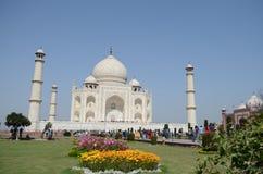 Frontowy widok Taj Mahal ogródy w Agra, India Obraz Royalty Free