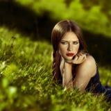 Frontowy widok tonował portret piękna młoda kobieta z thou Obraz Stock