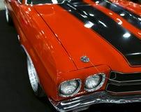 Frontowy widok wielki retro amerykański mięsień samochodowy Chevrolet Camaro SS Samochodowi powierzchowność szczegóły Fotografia Stock