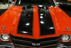 Frontowy widok wielki retro amerykański mięsień samochodowy Chevrolet Camaro SS Samochodowi powierzchowność szczegóły Obrazy Royalty Free