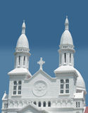 Frontseite einer katholischen Kirche stockbild