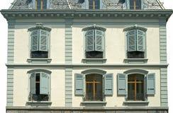 Frontseite eines alten Hauses Stockbilder