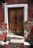 Frontseite eines alten Hauses - Ziegelsteinwand Stockbilder
