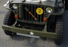 Frontseite eines alten Jeeps Stockbild