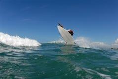 Frontside 360 del surfista fotografia stock libera da diritti