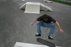 frontside kickflip公园冰鞋 库存照片