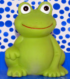 Frosch mit blauem Hintergrund lizenzfreie stockfotos