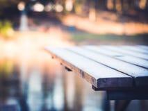 Frost auf Holztisch Lizenzfreies Stockbild