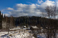Frost, dunkelblauer Himmel Lizenzfreie Stockbilder