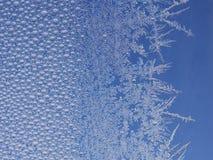 Frost-Eiskristall auf Fenster lizenzfreie stockfotos