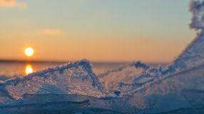 Frost en la superficie del río del invierno Foto de archivo