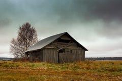 Frost en los campos y los graneros Fotografía de archivo