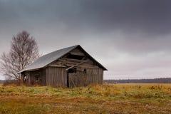 Frost en los graneros y los campos Fotos de archivo libres de regalías