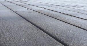 Frost en los tableros de madera almacen de metraje de vídeo