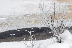 Frost en superficie congelada del lago en invierno Fotografía de archivo libre de regalías