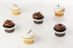 Frostad muffin för choklad och för vanilj Royaltyfria Foton