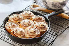Free Frosted Cinnamon Rolls In Cast Iron Skillet Royalty Free Stock Photos - 78748578