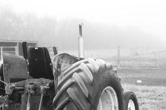 Frosted Stary ciągnik zdjęcia stock