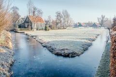 Frosted woda w kanale w Zaanse Schans, holandie fotografia stock
