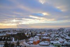 Frostig afton i staden av Pochayiv Arkivbilder