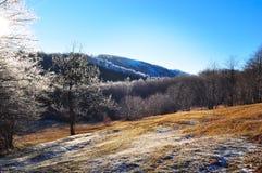 Frostig lanscape för berg, vinterplats Arkivfoton