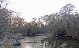 Frostig morgon i November fall sent Flod fotografering för bildbyråer