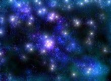Frostig stjärnklar himmel med glänsande stjärnor i Arkivfoto