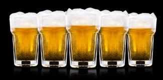 Frostigt exponeringsglas av ljust öl arkivfoton