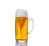 Frostigt exponeringsglas av uppsättningen för ljust öl som isoleras på en vit bakgrund royaltyfri fotografi