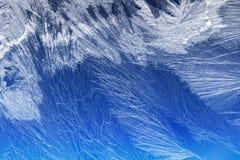 Frostmuster auf einem Fensterglas Stockfotografie