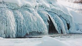 Frosty Arctic Sneeuwwaterval Waterval in het ijs stock footage