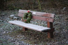 Frosty bench. Frosty memorial bench with a christmas wreath Royalty Free Stock Photography