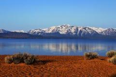 Frosty Morning på sefirlilla viken, Lake Tahoe, Nevada Royaltyfri Fotografi