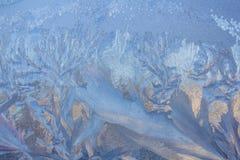 Frosty Pattern na janela no inverno Fundo do inverno Estado agregado de água Fundo modelado imagem de stock