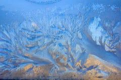 Frosty Pattern na janela no inverno Fundo do inverno Estado agregado de água Fundo modelado fotos de stock