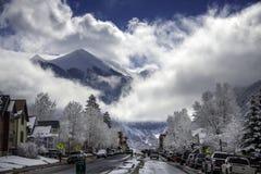 Frosty Snow en de Wolken bedekken San Juan Mountains Surrounding Telluride stock fotografie