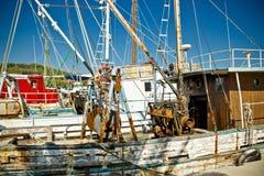 Frota velha dos barcos de pesca em Kukljica Fotografia de Stock Royalty Free
