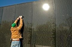 Frotamiento conmemorativo de la pared de Vietnam Foto de archivo