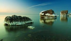 Frozed a ruiné le bâtiment en mer baltique Photos libres de droits
