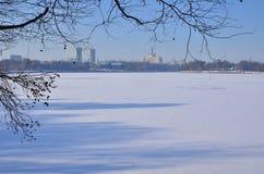 Frozen city lake Royalty Free Stock Photos