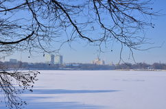 Frozen city lake Royalty Free Stock Photography